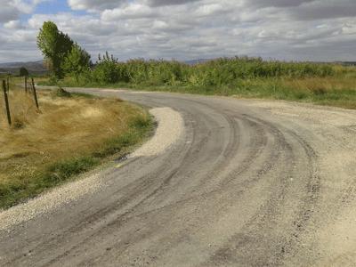 Comienzan los trabajos de asfaltado de los caminos rurales de Calahorra por el camino de Rincón de Soto