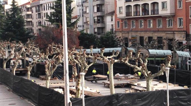 Comienza el montaje del belén municipal en el paseo del Mercadal, que se abrirá al público el 16 de diciembre