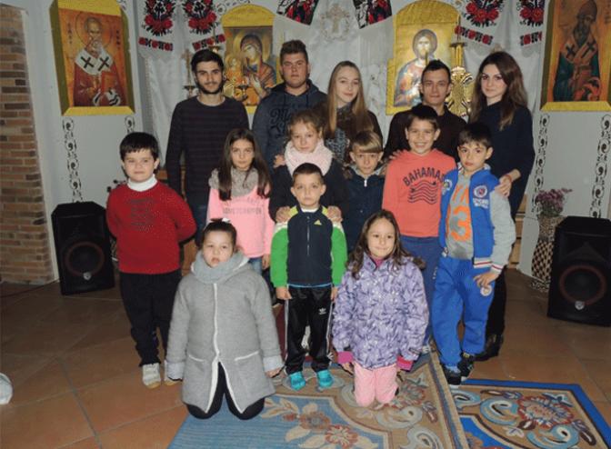 Importante labor formativa y de ocio de la Iglesia 'Santo Jerarca Espiridon Milagroso' con los niños y jóvenes rumanos