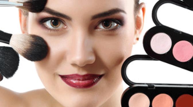 Comienza el curso de maquillaje de la AECC