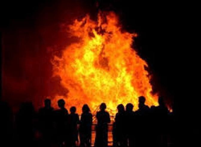 Hoguera, misa, procesión, bendición de animales en la celebracion de San Anton en Calahorra