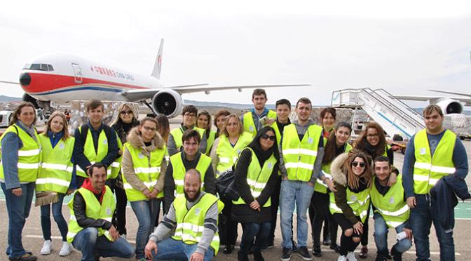El aeropuerto de Zaragoza recibe la visita de los alumnos del GS de Transporte y Logística del Centro de FP La Planilla
