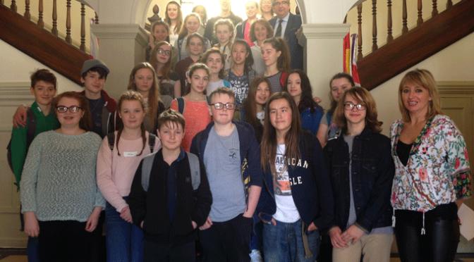 Alumnos ingleses del IES Valle del Cidacos en el Ayuntamiento de Calahorra