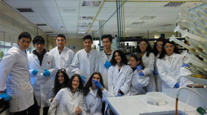 """Alumnos del Ies Valle participan en los talleres de la ur """"Experimenta Unirioja"""""""