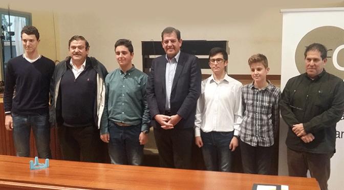 Los alumnos del Marco Fabio Quintiliano de Calahorra presentan a Iñigo Nagore su proyecto ganador de la First Lego League 'Aliados con el visón europeo'