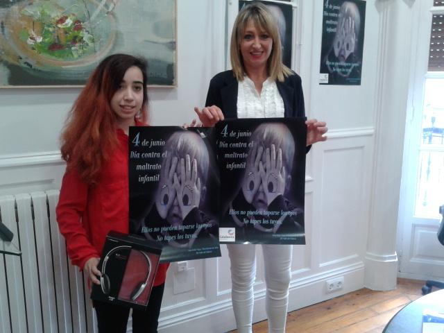 Sara Bella Viana ganadora del cartel de la Campaña contra el maltrato infantil