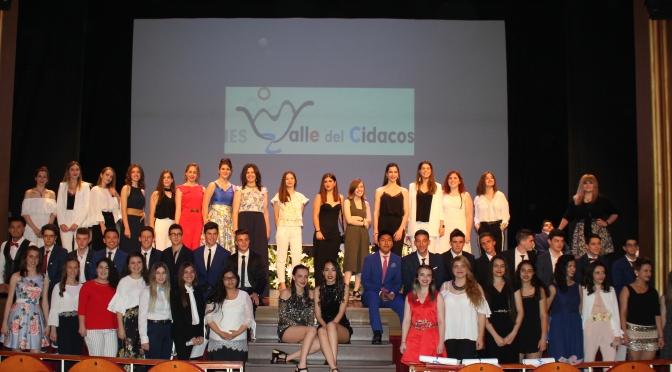 Los alumnos de 2º de Bachillerato del IES Valle del Cidacos, ya están graduados