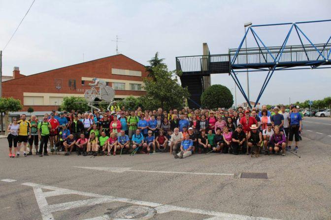 Más de 200 personas  recorriendo los 21 km de la V Pateada Villa de Azagra