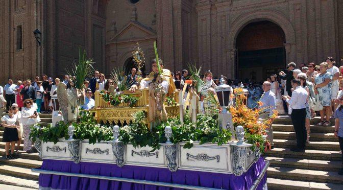 Los niños alfareños y su familias dsfrutaron el domingo con la celebración del Corpus Christi