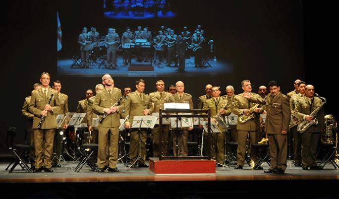 Un abarrotado Teatro Ideal disfruto ayer del Concierto del Ejército