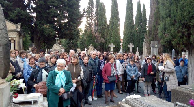 Más de 100 personas en la visita guiada al cementerio