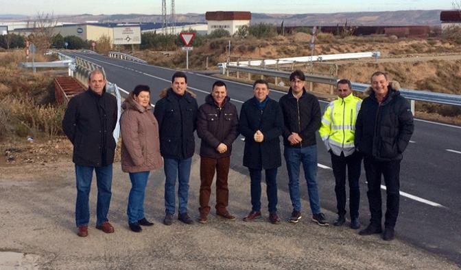 Renovación del firme de la carretera LR-304 en Aldeanueva de Ebro