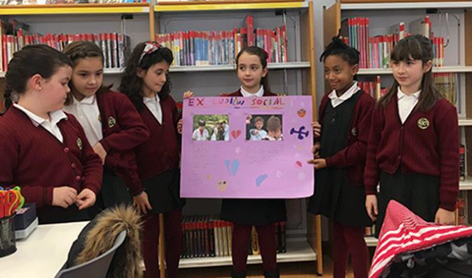 Los alumnos de Agustinos participan en un taller de no violencia