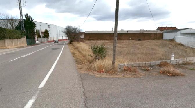Nueva acera y alumbrado para la prolongación de la calle Viacampo