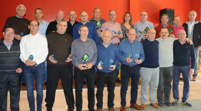 Entrega de trofeos a los ganadores del VII Campeonato de billar intercentros