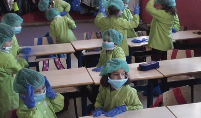 Los profesionales de la salud muestran a los niños de Infantil de Agustinos cómo es su día a día