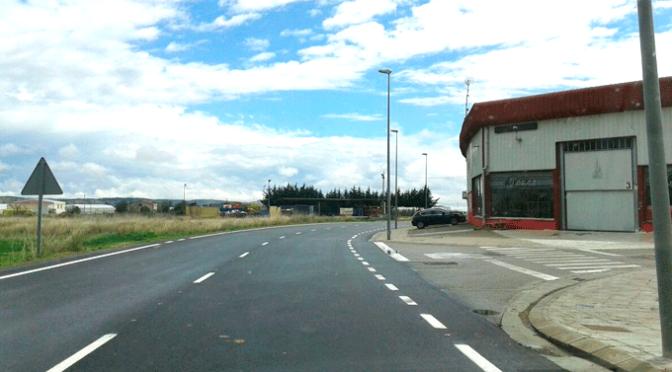 Acaban los trabajos de asfaltado del polígono industrial La Azucarera