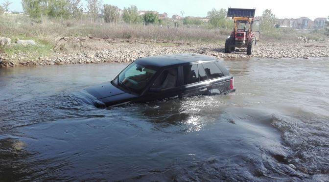 Un nuevo vehiculo atrapado en el Cidacos