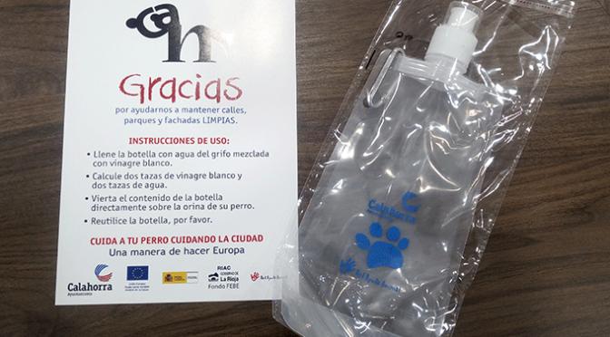Nuevas botellas de plástico para los orines de perro