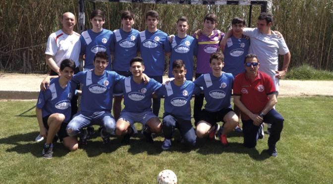 La Junta Directiva del Club Futbol Base Juventud Calahorra entregó las insignias a los jugadores nacidos en el 2002