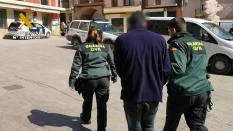 3 - Traslado uno de los detenidos