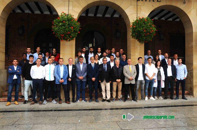 El Club Deportivo Calahorra es recibido con honores en el Ayuntamiento