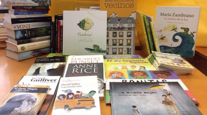 Calahorra dona 44 libros a la Biblioteca de Cebolla tras quedar sepultados en el barro debido a una riada