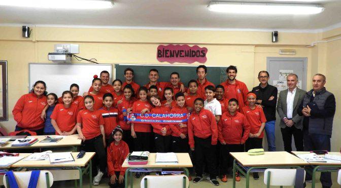 El CD Calahorra ha visitado en la mañana de hoy el colegio de San Andrés y el Centro Áncora