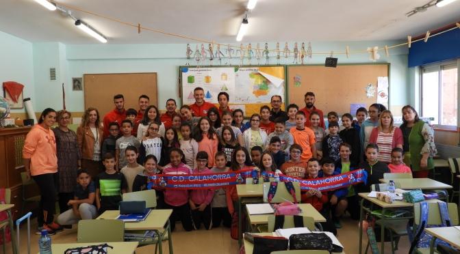 Los jugadores del CD Calahorra finalizan las visitas a los colegios