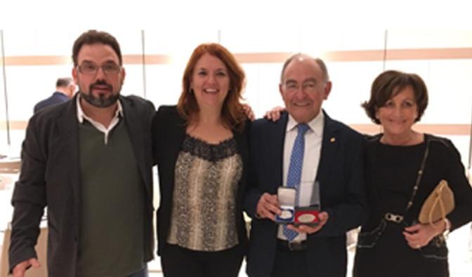 Fernando Herce recibe la medalla de plata al mérito filatélico