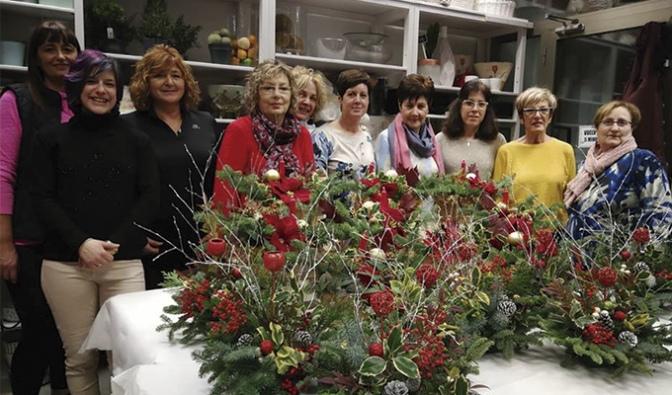 Nueve participantes en el curso de floristería ofrecido por Flores Campa 2