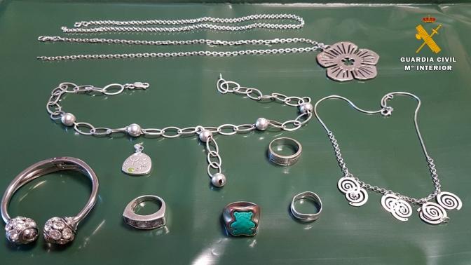 La Guardia Civil ha investigado a dos personas por el robo de joyas en un domicilio de Alfaro