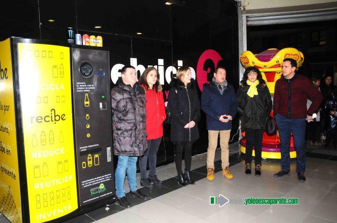 Nueva máquina de reciclaje de envases solidaria