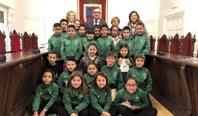El Ángel Oliván visita el Ayuntamiento