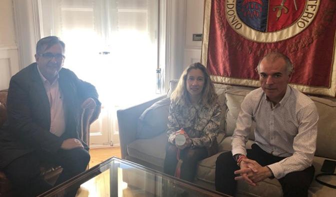 La calagurritana Paula Sanz visita el Ayuntamiento de Calahorra