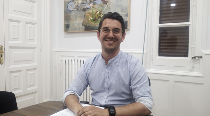 Esteban Martínez, concejal del Ayuntamiento de Calahorra informa del pleno de organización municipal