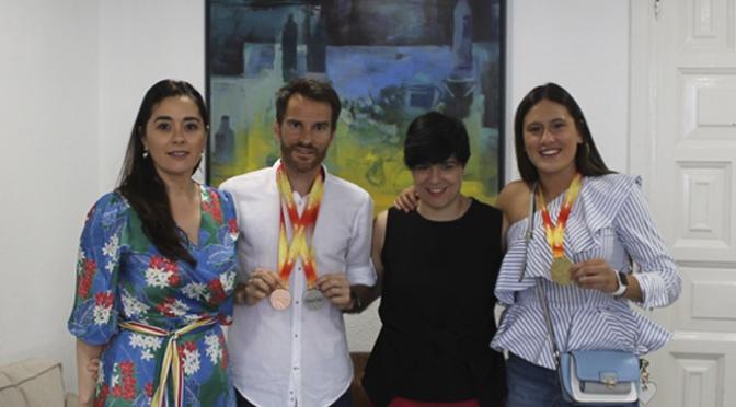 Claudia Lapuerta y Javier Bazo reciben reconocimiento institucional.