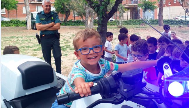 La ludoteca del CFP La Planilla recibió la visita de la Guardia Civil de Calahorra
