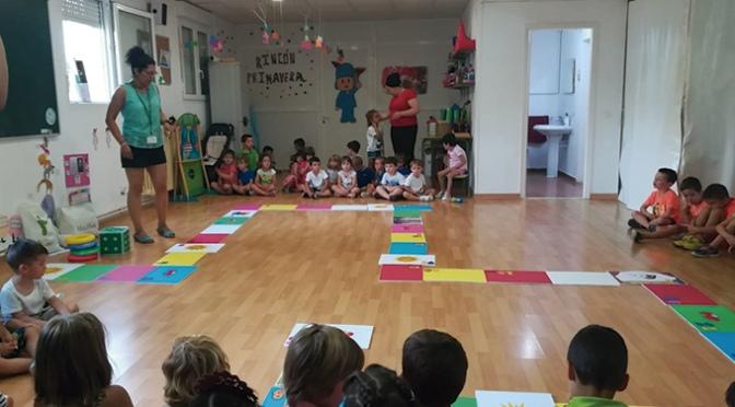 La AECC de Calahorra visita la ludoteca de verano de La Planilla