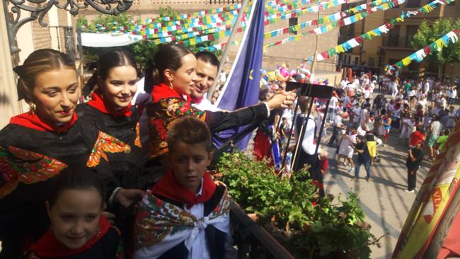 En Aldeanueva de Ebro se visten de fiesta a partir de las doce de la mañana