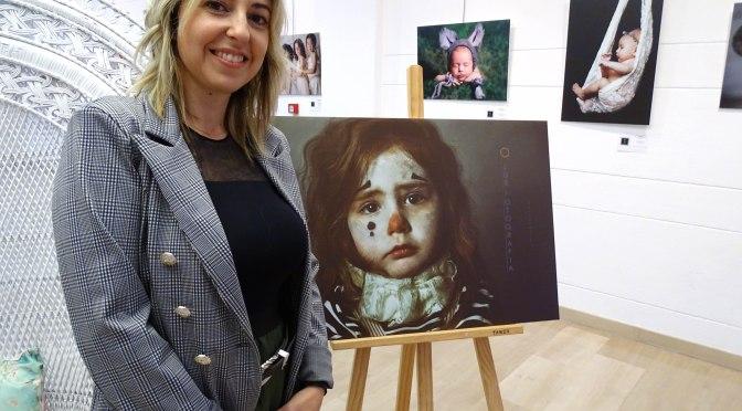 """Retratos de 25 mujeres sensibles, fuertes y sabias, así es la exposición """"Tierra de mujeres"""""""