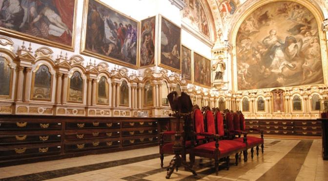 Visita a la sacristía y claustro de la Catedral gracias a Amigos de la Historia