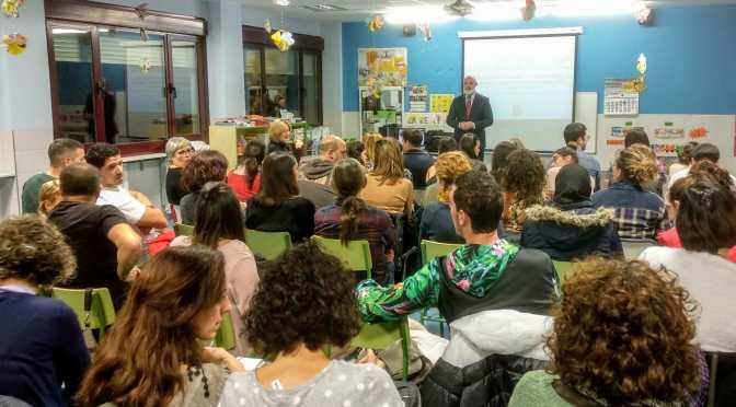 """Guillermo Cánovas, director de Educalike, ofreció una charla para familias sobre el """"uso saludable, seguro y responsable de la tecnología."""