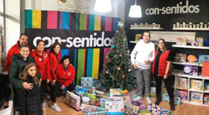 La Peña La Moza junto con Consentidos consiguen recoger un total de 140 juguetes en su árbol solidario