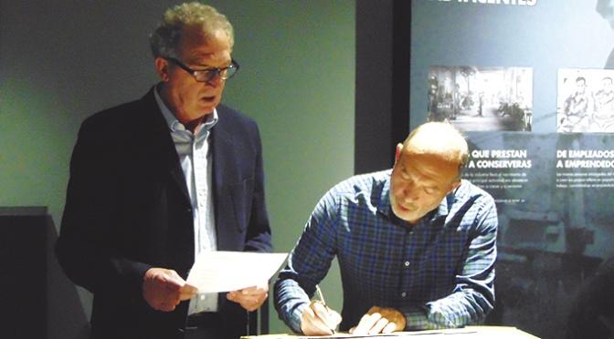 El Museo de la Conserva y el Ayuntamiento de San Adrian firman un convenio de colaboración