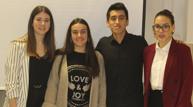 María Moreno, Estefanía Martínez, Jeremy Palma y Manal Echbinate realizan sus exposciones en el IES Valle del Cidacos
