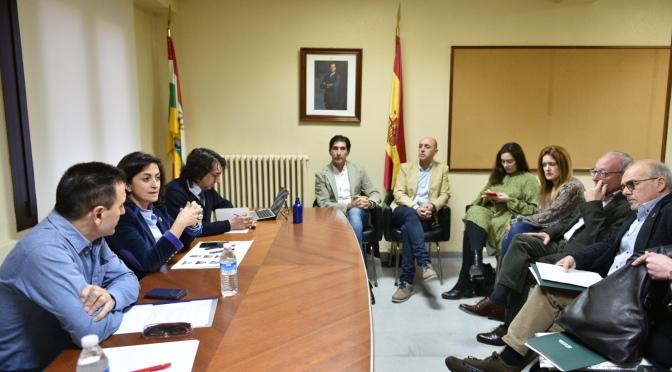 Reunión del gobierno de La Rioja con Alcaldes de la comarca en Aldeanueva de Ebro