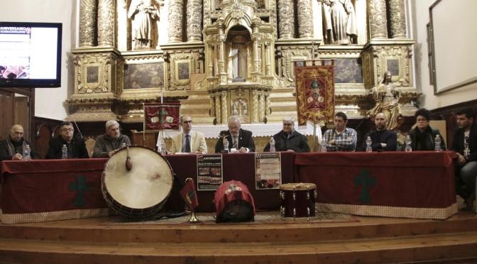 Comienza los actos del 25 aniversario de la charlade 'Banda de tambores y cornetas de la Cofradía de la Santa Vera Cruz de Calahorra, origen y evolución