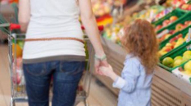 Los niños de hasta 14 años podrán salir a la calle para acompañar a uno de sus padres para hacer los recados permitidos