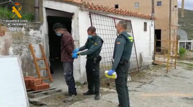 Detenido un varón de 24 años de Autol por robo con fuerza y por saltarse el confinamiento